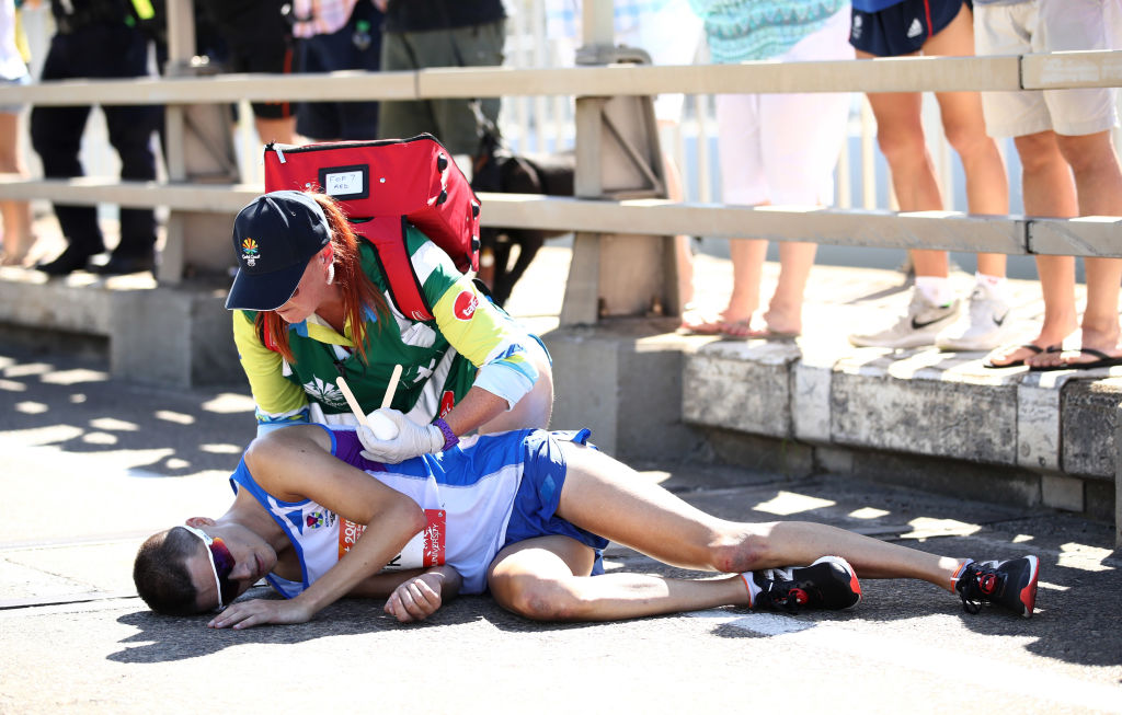 Marathon collapse sours Commonwealth Games final day