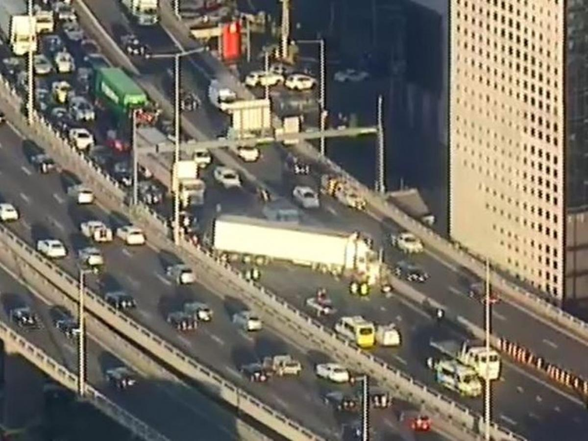 Traffic Chaos: Truck crash causes major delays in Melbourne