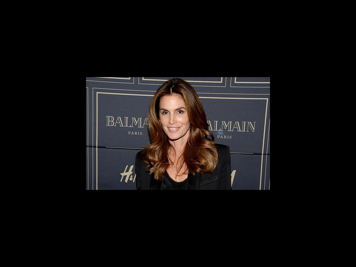 Cindy Crawford Celebrates Her 50th Birthday With Make Up Free Selfie