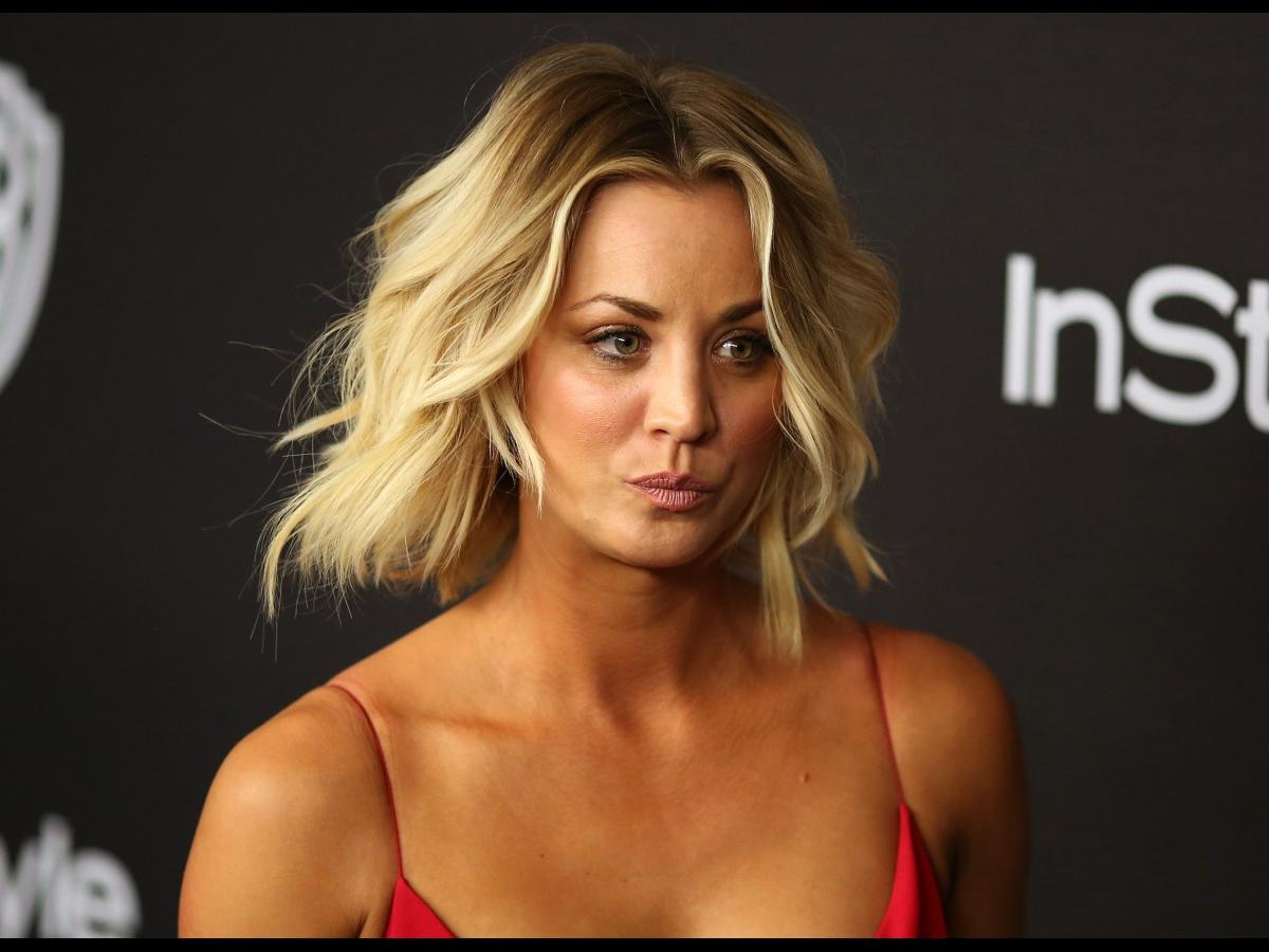 Kaley Cuoco Flashed Her Bare Breast On Snapchat  Nova 100-7785