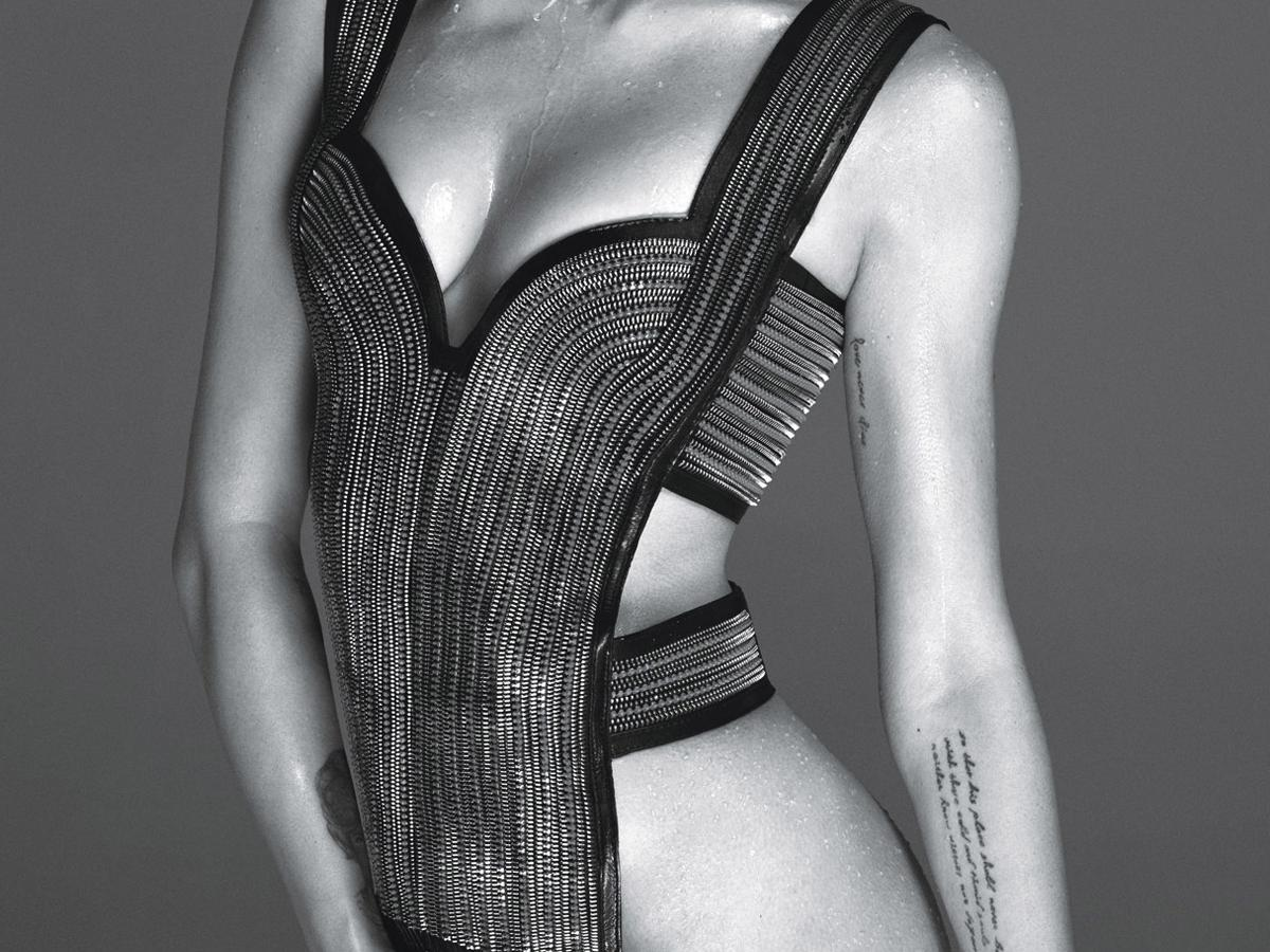 Miley Cyrus Poses Completely Nude For V Magazine Diary