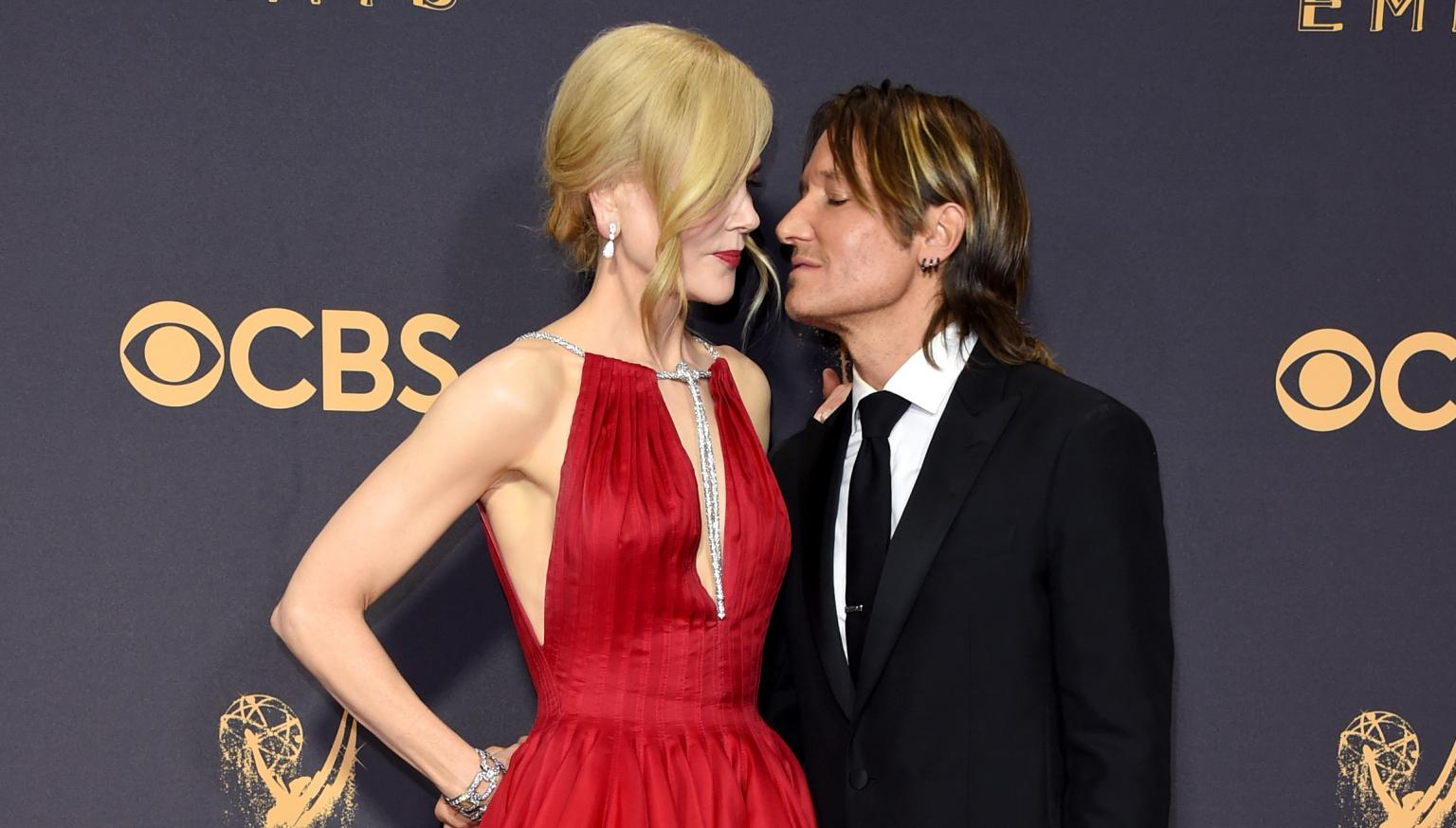 Emmys 2017 Keith Urban Ok With Nicole Kidman Alexander: Nicole Kidman Kissed Alexander Skarsgard In Front Of Keith