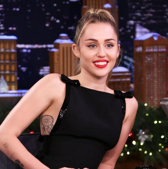 Miley Cyrus went topless on SNL and made everyone super nervous
