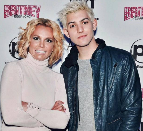 5 of the most awkward celebrity meet and greet photos nova 969 britney spears m4hsunfo
